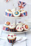 Βασιλικό ιωβηλαίο cupcakes στοκ φωτογραφίες με δικαίωμα ελεύθερης χρήσης