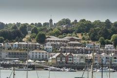Βασιλικό ναυτικό κολλέγιο Dartmouth Britannia επάνω από την πόλη Dartmouth στοκ εικόνες