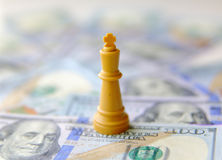 βασιλιάς της επιχειρησιακής έννοιας τα δολάρια ανασκόπησης μας απομόνωσαν λευκούς Στοκ εικόνα με δικαίωμα ελεύθερης χρήσης