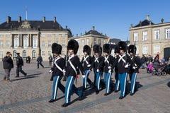 Βασιλικές φρουρές στο παλάτι Amalienborg στην Κοπεγχάγη, Δανία Στοκ φωτογραφίες με δικαίωμα ελεύθερης χρήσης