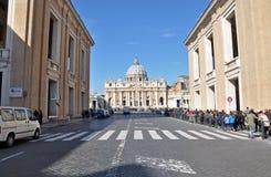 Βασιλική Αγίου Peter πηγή Peter Ρώμη s τετραγωνικό ST Βατικανό πόλεων bernini βασιλικών ανασκόπησης Στοκ Φωτογραφία