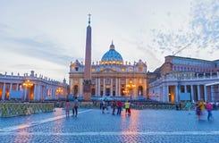 Βασιλική Αγίου Peter στη πόλη του Βατικανού στο σούρουπο, Ρώμη Στοκ Φωτογραφίες