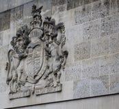 Βασιλική κάλυψη των όπλων (βασίλισσα Elizabeth II) Στοκ Φωτογραφίες