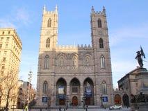 Βασιλική της Notre-Dame του Μόντρεαλ και της θέσης d'Armes - Μόντρεαλ, Κεμπέκ, Καναδάς Στοκ φωτογραφία με δικαίωμα ελεύθερης χρήσης
