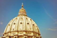 Βασιλική του ST Peter ` s σε μια ηλιόλουστη ημέρα σε Βατικανό Στοκ Φωτογραφίες