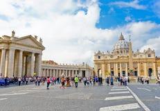 Βασιλική του ST Peter ` s σε μια ηλιόλουστη ημέρα σε Βατικανό Στοκ εικόνες με δικαίωμα ελεύθερης χρήσης