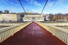 Βασιλική Fourviere που βλέπει από μια γέφυρα για πεζούς, Λυών, Γαλλία Στοκ φωτογραφία με δικαίωμα ελεύθερης χρήσης