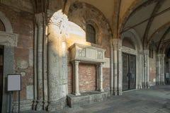 Βασιλική Sant Ambrogio, η πόρτα εισόδων στοκ φωτογραφίες με δικαίωμα ελεύθερης χρήσης