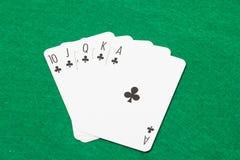 Βασιλικός επίπεδος συνδυασμός στο πόκερ στον πράσινο αισθητό Στοκ Φωτογραφίες