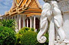 Βασιλικό παλάτι στη πρωτεύουσα της Καμπότζης στη Πνομ Πενχ Στοκ φωτογραφία με δικαίωμα ελεύθερης χρήσης