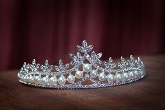 Βασιλικό diadem μαργαριταριών, κορώνα για τη νύφη Γάμος, βασίλισσα στοκ φωτογραφίες