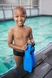 Βατραχοπέδιλα εκμετάλλευσης μικρών παιδιών από τη λίμνη στοκ φωτογραφία με δικαίωμα ελεύθερης χρήσης