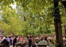 Βαυαρία, υπαίθριο εστιατόριο () Στοκ φωτογραφίες με δικαίωμα ελεύθερης χρήσης