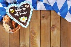 Βαυαρική καρδιά μελοψωμάτων με μαλακό pretzel Στοκ Φωτογραφίες