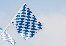 Βαυαρική σημαία που φυσά στον αέρα Στοκ Φωτογραφίες