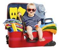 Βαλίτσα διακοπών ταξιδιού μωρών Παιδί στις συσκευασμένες αποσκευές, οικογένεια και Στοκ Εικόνα
