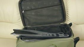Βαλίτσα με τον ιματισμό φιλμ μικρού μήκους