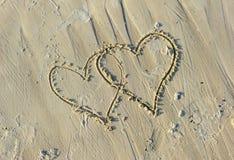 Βαλεντίνοι που επισύρονται την προσοχή στην αμμώδη παραλία Στοκ φωτογραφίες με δικαίωμα ελεύθερης χρήσης