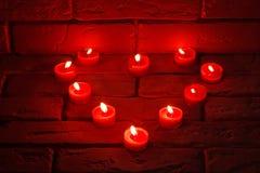 Βαλεντίνοι που καίνε τα κεριά σε μια μορφή καρδιών στοκ φωτογραφίες με δικαίωμα ελεύθερης χρήσης