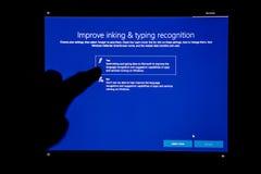 Βελτιώστε τη μελάνωση και τη δακτυλογράφηση στο lap-top στα παράθυρα 10 Στοκ εικόνες με δικαίωμα ελεύθερης χρήσης