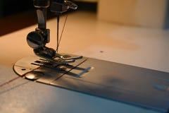 Βελόνα ράβοντας μηχανών στοκ εικόνες