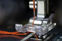 Βελόνα της ράβοντας μηχανής στοκ εικόνες