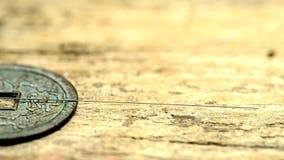 Βελόνες βελονισμού στα παλαιά κινεζικά νομίσματα απόθεμα βίντεο