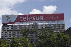 Βενεζουέλα, Καράκας Διαφήμιση σε έναν φράκτη σε μια οικοδόμηση του τηλεοπτικού δικτύου Telesur στοκ εικόνες