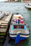 Βενετία ανασκόπησης μαύρο εικονιδίων διανυσματικό ύδωρ μεταφορών γραμμών φωτεινό καθορισμένο Στοκ Φωτογραφία