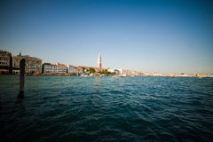 Βενετία - είναι μια πόλη στη βορειοανατολική Ιταλία που εγκαθίσταται σε μια ομάδα πολλών μικρών νησιών που χωρίζονται από τα κανά Στοκ Εικόνα
