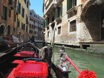 20 06 2017, Βενετία, Ιταλία: Άποψη από τη γόνδολα στο ιστορικό buildin Στοκ εικόνες με δικαίωμα ελεύθερης χρήσης