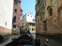 20 06 2017, Βενετία, Ιταλία: Άποψη από τη γόνδολα στο ιστορικό buildin Στοκ Εικόνες
