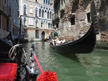 20 06 2017, Βενετία, Ιταλία: Άποψη από τη γόνδολα στο ιστορικό buildin Στοκ εικόνα με δικαίωμα ελεύθερης χρήσης