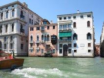 20 06 2017, Βενετία, Ιταλία: Άποψη των ιστορικών κτηρίων και των καναλιών Στοκ φωτογραφία με δικαίωμα ελεύθερης χρήσης