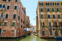 Βενετία, Ιταλία - 14 Αυγούστου 2017: η κλασσική δομή ενός σπιτιού διαμερισμάτων στη Βενετία Στοκ εικόνες με δικαίωμα ελεύθερης χρήσης