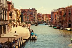 Βενετία, Ιταλία - 14 Αυγούστου 2017: Όμορφα κλασσικά κτήρια στο κανάλι Βενετία Στοκ εικόνες με δικαίωμα ελεύθερης χρήσης