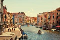 Βενετία, Ιταλία - 14 Αυγούστου 2017: Όμορφα κλασσικά κτήρια στο κανάλι Βενετία Στοκ Φωτογραφία