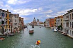 Βενετία/Ιταλία - 1 Ιουλίου 2011: Μεγάλο κανάλι στοκ εικόνες