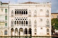Βενετία, Ιταλία - πρόσοψη του παλατιού ασβεστίου ` δ ` Oro στοκ εικόνες