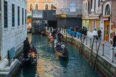 Βενετία, Ιταλία, στις 14 Φεβρουαρίου 2017 Πόλη της Βενετίας της Ιταλίας Άποψη σχετικά με το μεγάλο κανάλι, ενετικό τοπίο με τις β Στοκ Εικόνες
