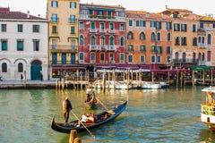 Βενετία, Ιταλία, στις 14 Φεβρουαρίου 2017 Πόλη της Βενετίας της Ιταλίας Άποψη σχετικά με το μεγάλο κανάλι, ενετικό τοπίο με τις β Στοκ Φωτογραφία