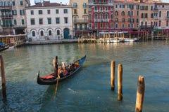 Βενετία, Ιταλία, στις 14 Φεβρουαρίου 2017 Πόλη της Βενετίας της Ιταλίας Άποψη σχετικά με το μεγάλο κανάλι, ενετικό τοπίο με τις β Στοκ Φωτογραφίες