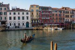Βενετία, Ιταλία, στις 14 Φεβρουαρίου 2017 Πόλη της Βενετίας της Ιταλίας Άποψη σχετικά με το μεγάλο κανάλι, ενετικό τοπίο με τις β Στοκ Εικόνα