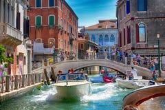 Βενετία - κυκλοφορία στα κανάλια της Βενετίας Στοκ Εικόνες