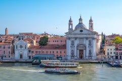 Βενετία, οι αρχιτεκτονικές στις τράπεζες καναλιών στοκ εικόνα με δικαίωμα ελεύθερης χρήσης