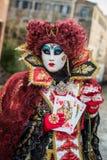 Βενετία - 6 Φεβρουαρίου 2016: Ζωηρόχρωμη μάσκα καρναβαλιού μέσω των οδών της Βενετίας Στοκ φωτογραφία με δικαίωμα ελεύθερης χρήσης