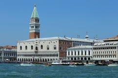 Βενετία, VE - Ιταλία 14 Ιουλίου 2015: Doge παλάτι και το κουδούνι Στοκ Εικόνες