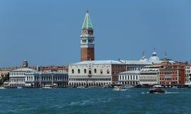Βενετία, VE - Ιταλία 14 Ιουλίου 2015: Doge παλάτι και το κουδούνι Στοκ Φωτογραφίες