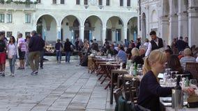 ΒΕΝΕΤΙΑ, ΙΤΑΛΙΑ - ΤΟΝ ΟΚΤΏΒΡΙΟ ΤΟΥ 2017: Άνετος καφές στη Βενετία, Ιταλία Η Βενετία είναι πόλη στη βορειοανατολική Ιταλία και το  φιλμ μικρού μήκους