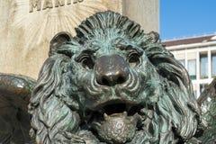ΒΕΝΕΤΙΑ, ITALY/EUROPE - 12 ΟΚΤΩΒΡΊΟΥ: Φτερωτό λιοντάρι κάτω από το STAT Στοκ Φωτογραφίες